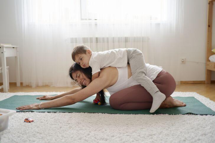 親子でのストレッチ、柔軟